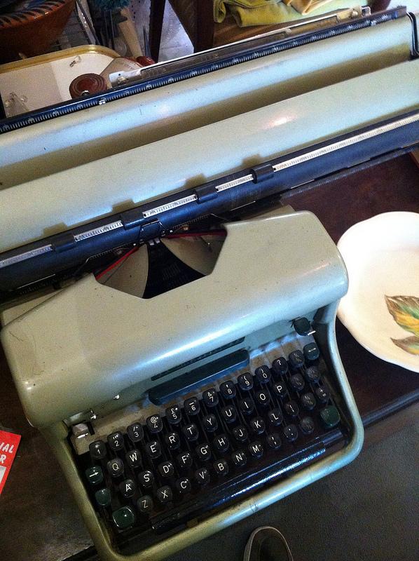 typewriter-kingston
